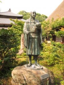円通寺にある良寛像(彫刻家「宮本隆」先生作)IMG_2620